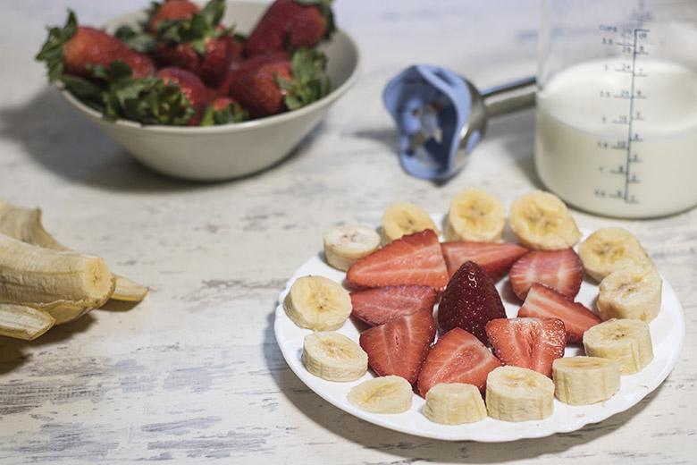 Batido de yogur con fresas y plátano-2