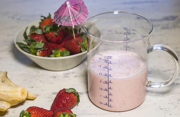 Batido de yogur con fresas y plátano