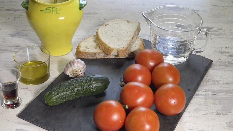 Ingredientes para el gazpacho andaluz receta tradicional