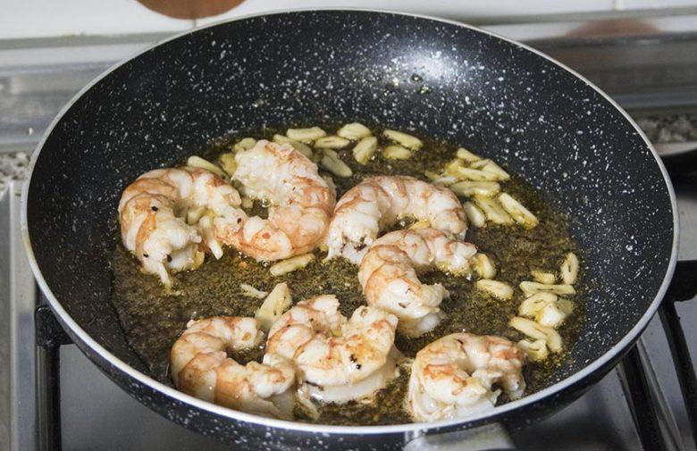 pasta-de-arroz-con-langostinos-4